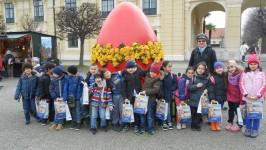 1A beim Osterbasteln in Schönbrunn